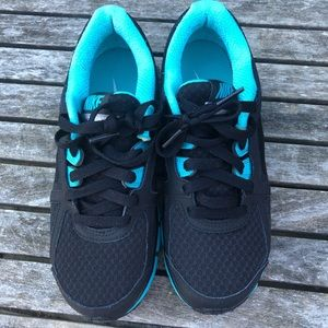 Nike Dual Fusion ST 2 athletic shoes